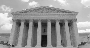 Rażące naruszenie prawa jako przesłanka stwierdzenia nieważności decyzji administracyjnej.