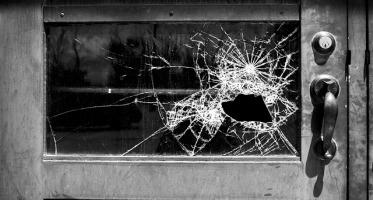 Uszkodzenie rzeczy, zniszczenie rzeczy, rozmiar szkody, niskie pobudki, rzecz cudza, współwłasność sprawcy