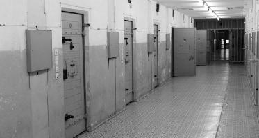 Tymczasowe aresztowanie – definicja oraz uprawnienia aresztowanego i obrońcy